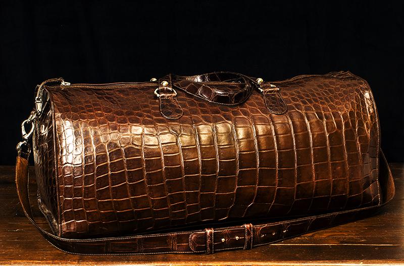 borsone in coccodrillo artigianale fatto a mano