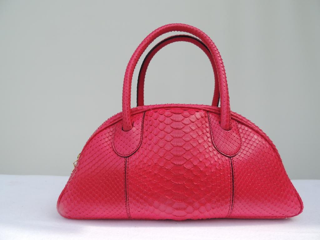 borse artigianali Made in Italy: borsa in pitone rosa