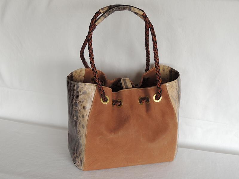 borsa in karung e pelle con manici in scooby doo - borse lucertola di A&A