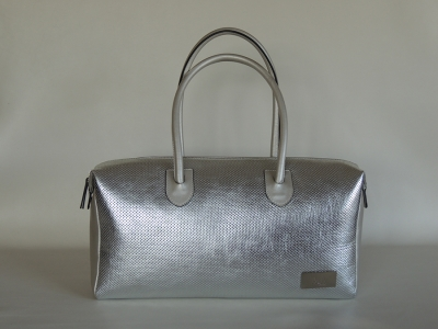 borsa a mano color argento in pelle laminata e forata - borsetta in pelle A&A