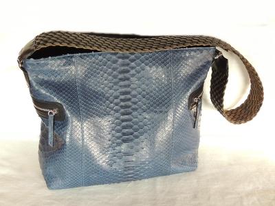 borsa di pitone con tasche esterne e manico in cuoio intrecciato
