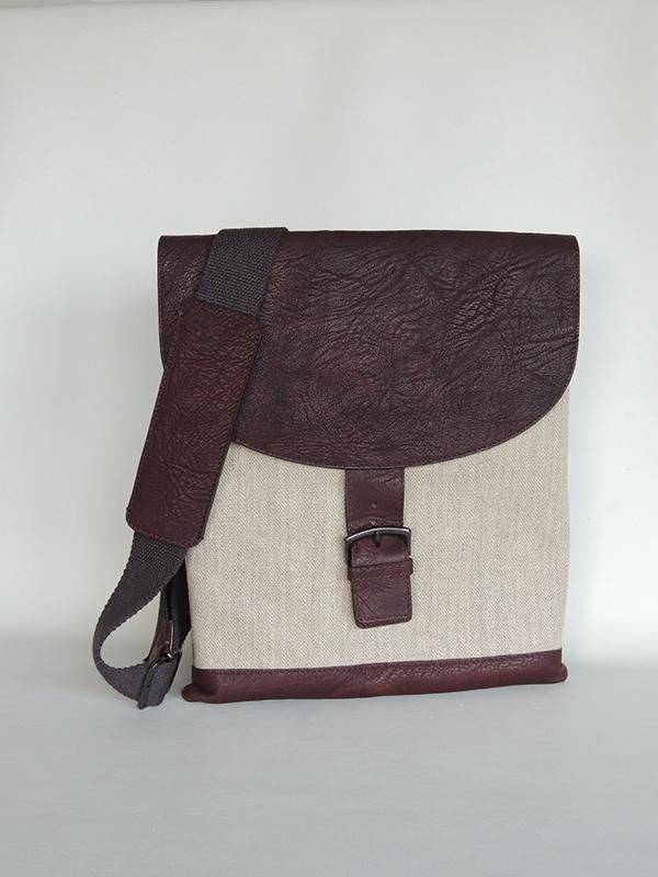 borse da uomo artigianali di A&A: tracolla in tessuto e pelle
