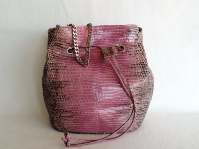 borse lucertola: borsa secchiello in pelle di lucertola color rosa