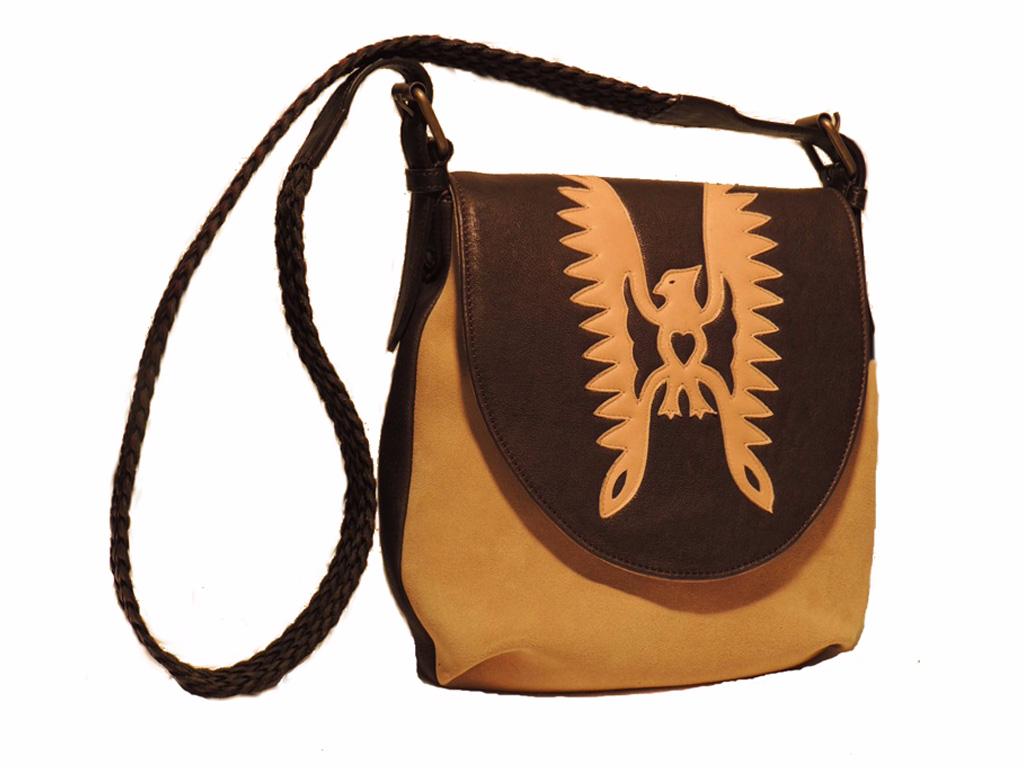 borse in pelle donna: tracolla in pelle con dettaglio falco applicato